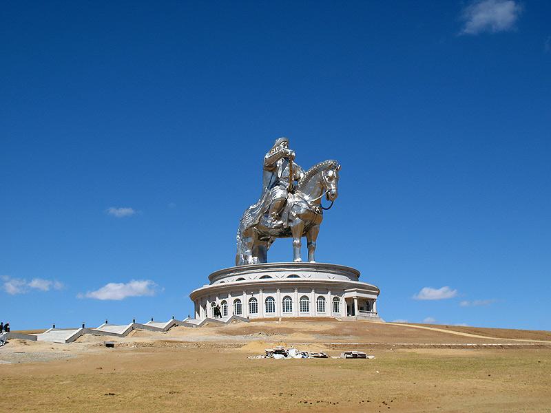 памятник чингисхану в монголии фото выбрали платформенную