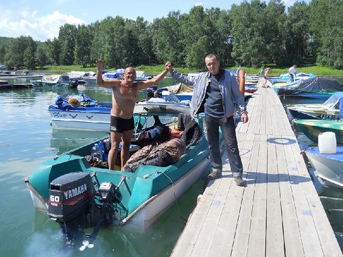 путешествие по ангаре на моторной лодке видео